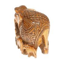 Soška Slon dřevo 10 cm se slůňaty tmavý Indie