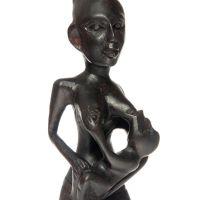 Soška Žena dřevo 22 cm kojící Indonesie