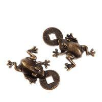 Žába s čínskou mincí antik